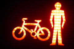 L'uomo verde va semaforo pedonale Fotografie Stock Libere da Diritti