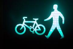 L'uomo verde va semaforo pedonale Fotografia Stock Libera da Diritti