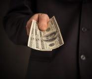 L'uomo vuole dargli i soldi Fotografia Stock
