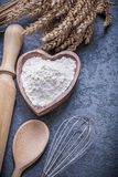 L'uovo di legno della farina della ciotola del matterello del cucchiaio delle orecchie del grano sbatte Fotografia Stock Libera da Diritti