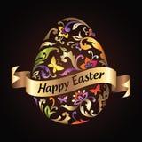 L'uovo di saluto di Pasqua con il reticolo di fiore ed il nastro dell'oro etichettano Immagini Stock Libere da Diritti