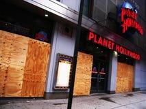 L'uragano forza i negozi imbarcare in su fotografie stock libere da diritti