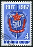 L'URSS - 1967: dedichi il cinquantesimo anniversario Del KGB, mostra l'emblema della Commissione di emergenza, la Commissione di  fotografia stock