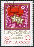 L'URSS - 1970: mostra la stella d'oro dell'ordine dell'eroe dell'Unione Sovietica e della medaglia del lavoro del socialista Fotografia Stock