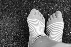 L'usage cogne le style de cinq doigts sur noir et blanc image libre de droits