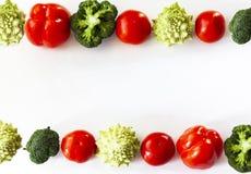 L'usine a basé les légumes saisonniers fond, nourriture de nourriture crue de vegan faisant cuire des ingrédients, vue supérieure photographie stock libre de droits