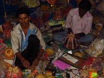 L'usine de travail manuel de lanternes de Diwali Image libre de droits