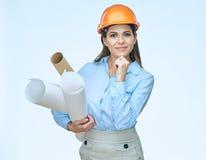 L'uso di pensiero dell'architetto della donna protegge il casco Fotografia Stock Libera da Diritti