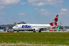 L'UTair-Ukraine Boeing 737 Photos stock