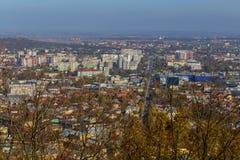 L& x27; viv 喀尔巴阡山脉的教会mts西部小的乌克兰 08 07 2017年 市的老中央部分的全景从高度的利沃夫州最高 库存照片