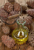 Öl von Zedernnüssen Stockbild