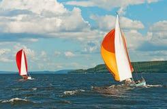 L'yacht che partecipa al regatta Immagini Stock