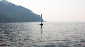 L'yacht nel mar Egeo immagine stock libera da diritti