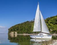 L'yacht nella baia Fotografia Stock