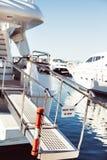L'yacht privato nessun'entrata ha proibito il segno immagini stock libere da diritti