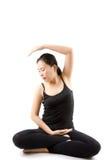 L'yoga femminile asiatica ha isolato. Immagine Stock