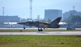 L-39ZA ALBATROS die de luchthaven van Sofia landen Royalty-vrije Stock Foto