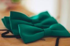 Laço-borboleta para os amigos do noivo Fotografia de Stock Royalty Free