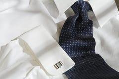 Laço e camisa azuis imagens de stock