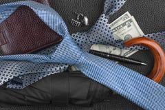 Laço, guarda-chuva, carteira, pena, botão de punho, dinheiro Fotografia de Stock