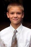 Laço vestindo do menino Teenaged fotografia de stock royalty free