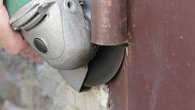 Laços do truncamento na porta da garagem filme