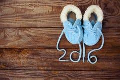 laços escritos 2016 anos das sapatas das crianças Fotos de Stock