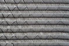 Laïus de ciment sur la maille en métal Photographie stock