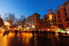 La兰布拉在晚上 巴塞罗那西班牙 库存照片