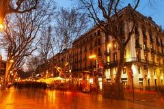 La兰布拉在晚上 巴塞罗那 免版税库存图片