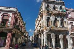 从La哈瓦那中心,牛奶店古巴人生活的街道视图 图库摄影