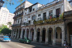 从La哈瓦那中心,牛奶店古巴人生活的街道视图 库存图片
