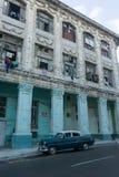 从La哈瓦那中心,牛奶店古巴生活的街道视图,移动一般成象 库存照片