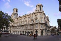 从La哈瓦那的老大厦 免版税库存图片