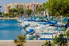 LA在小游艇船坞海湾La芒加,科斯塔Calida,西班牙的芒加,西班牙- 2019 3月4日,豪华小船 免版税库存照片
