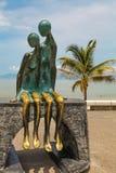 La在巴亚尔塔港的乡情雕象在墨西哥 免版税库存照片