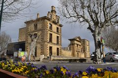 La在蝴蝶花的游览d ` Aigues,横谷,法国 免版税图库摄影