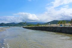 La在整修下的罗莎海滩在委内瑞拉的海岸在卡贝略港附近的 库存照片