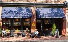 La在水街道上的月/月球咖啡馆在Gastown,温哥华 库存照片