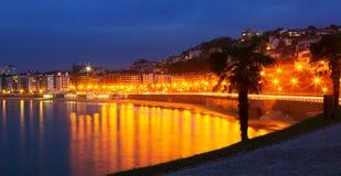 La外耳海湾在Donistia的秋天夜 库存图片