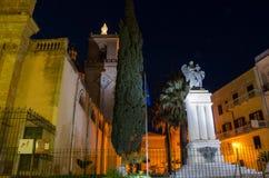 La大教堂圣塔玛丽亚Assunta和伟大的战争纪念建筑在Alcamo,西西里岛 库存图片