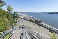 La散步沿圣劳伦斯河,魁北克的des Gouverneurs木板走道 免版税库存图片
