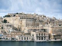 La瓦莱塔老镇设防建筑学风景视图 免版税库存图片