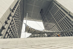 La重创的曲拱de la defense在巴黎 库存照片