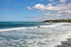 La重创的色球,伟大的海滩比亚利兹 库存照片