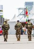 La防御,法国- 2016年7月17日:法国军事巡逻分配 免版税库存照片