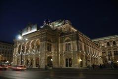 La ópera de Viena por noche Fotos de archivo libres de regalías