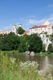 La abadía benedictina en Tyniec en Polonia con el río de Vístula Imagenes de archivo