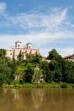 La abadía benedictina en Tyniec en Polonia con el río de Vístula Imagen de archivo
