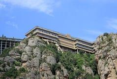 La abadía benedictina Santa Maria de Montserrat en Monistrol de Montserrat, España Imagenes de archivo